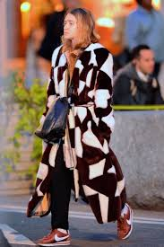 Olsens Anonymous Blog Ashley Olsen Twins Style Two Tone Statement Fur Coat Leather Bag Black Pants