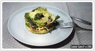 cuisiner un chou vert recette de chou vert frisé oignons saucisses et lardons
