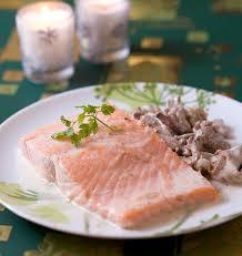 cuisiner pavé saumon pavé de saumon aux girolles les meilleures recettes de cuisine d