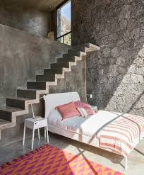 wand aus naturstein und beton im schlafzimmer haus deko