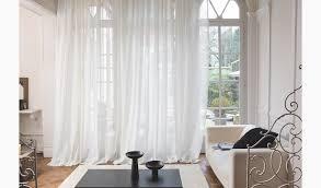 aufliegender weißer gardinenstores für hohe altbauwände