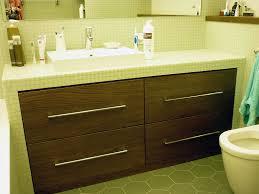regale nischen schränke und arbeitsplatte im bad