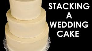 How to Make a Wedding Cake Stacking a 3 Tier Wedding Cake Part 2