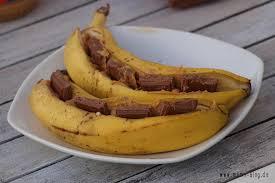 gegrillte banane mit erdnussbutter und schokolade