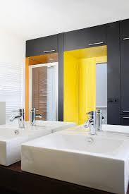 bad mit waschtischen gelben nischen bild kaufen