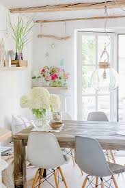 weiße hortensien auf rustikalem bild kaufen 12534701