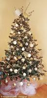 Are Christmas Trees Poisonous To Dogs Uk by People Are Turning Christmas Trees Into New Year Trees Daily