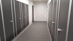 wc trennwände für wc kabinen duschkabinen umkleidekabinen