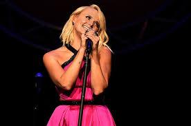 Miranda Lambert Bathroom Sink 2015 Cma Awards by Miranda Lambert U0027s U0027vice U0027 Puts A Broken Spirit On Display Billboard