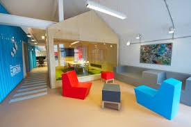 bureau coloré deco bureau les plus beaux bureaux d entreprises part 11