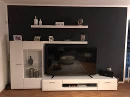 wohnzimmer schrankwand vitrine hochglanz weiß