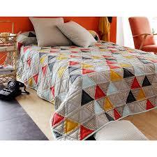boutis canapé boutis plaid ou jeté de canapé patchwork triangles becquet