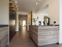 design küche exklusiv mit design holzfronten sonnenverbrannt