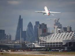Storm Eleanor Plane at London City airport unable to land due to