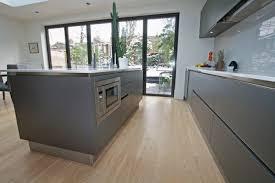 crédence en stratifié pour cuisine cuisine gris anthracite 56 idées pour une cuisine chic et moderne