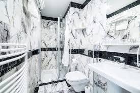 luxusbadezimmer mit schwarzweiss marmor stockbild bild
