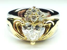 Amazing Claddagh Wedding Ring Set