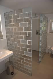 glaswände als duschabtrennung im badezimmer der partner