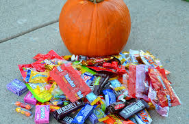 Halloween Candy Carb List what 200 cals of your favorite halloween candy looks like self
