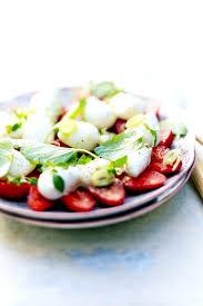 cuisiner le basilic fraises mozza basilic pour 6 personnes recettes à table