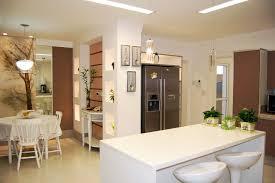 cuisine ouverte sur le salon photo une cuisine ouverte sur le salon avec réfrigérateur américain