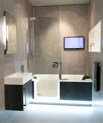 Badewanne Mit Dusche Komplettes Bad Auf Ganz Wenig Raum Mit Badewanne Und Dusche In