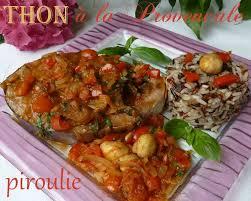 cuisiner thon frais darnes de thon à la provencale avec basilic et vin blanc