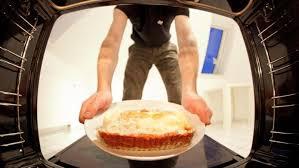 guglhupf mit apfelmus so wird ihr kuchen besonders saftig