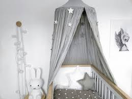 comment mettre un tour de lit bebe les 25 meilleures idées de la catégorie ciel de lit sur