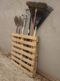 Repurpose A Pallet In To Garden And Yard Tool Storage This Would Take Up Less