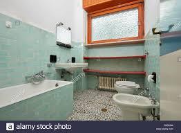 normale badezimmer in der alten wohnung interieur
