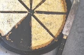 ricotta tarte mit lemon curd und mohnsamen