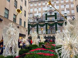 Christmas Tree Rockefeller Center 2016 by Christmas Window Displays U0026 Decorations In New York City Travels