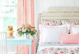 wie kann das schlafzimmer frühlingshaft dekorieren