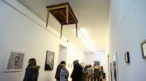 tisch decke in s west im esszimmer wird kunst gereicht