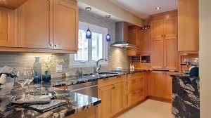 comptoir de c駻amique cuisine 8 astuces faciles pour rafraîchir la cuisine rénovation bricolage