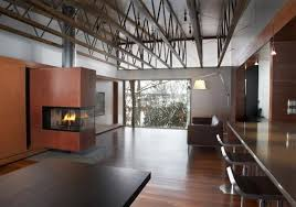 Bringing Up The Rear Indoors Extend Out Onto A Linear South Facing Patio This Innovative Contemporary Home Design Earned Johnsen Schmaling Architects