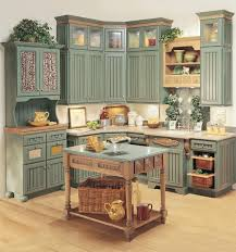 StarMark Cabinetry Kitchen in Heritage door style in Maple