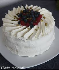 dessert avec creme fouettee torta alla panna e frutti di bosco gâteau à la chantilly et