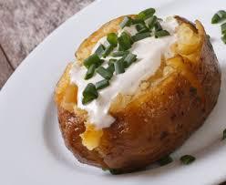 pomme de terre robe de chambre pommes de terre au four et crème aux herbes recette de pommes de