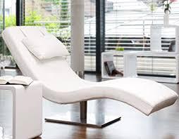 salesfever designer liege chaise longue aus kunstleder weiß mit vernickeltem gestell siara relax liege zum entspannen aus hochwertigem kunstleder