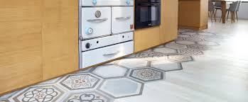 parquet de cuisine mixer carrelage et parquet pour délimiter un espace maclou