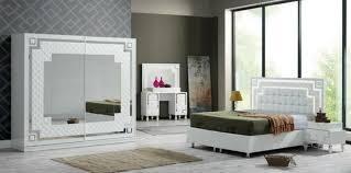 schlafzimmer weiß hochglanz mit steine und led in