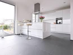 bildergebnis für grauer boden weisse küche weisse küche