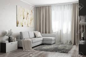modernes wohnzimmer in hellen tönen mit einem sofa einem gemälde blumen und zubehör