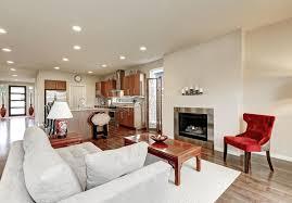 typisches amerikanisches wohnzimmer des rotes mit großem
