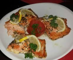 cuisiner filet de saumon pavés de saumon au four facile recette de pavés de saumon au four