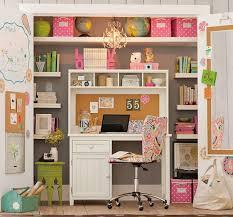 un bureau dans le placard le placard placard et bureau