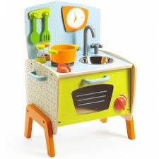cuisine en jouet la cuisinière de gaby jouet en bois djeco 6517 jouet djeco