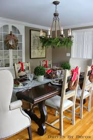 Centerpieces For Dining Room Table by Best 25 Christmas Dining Rooms Ideas On Pinterest Gold